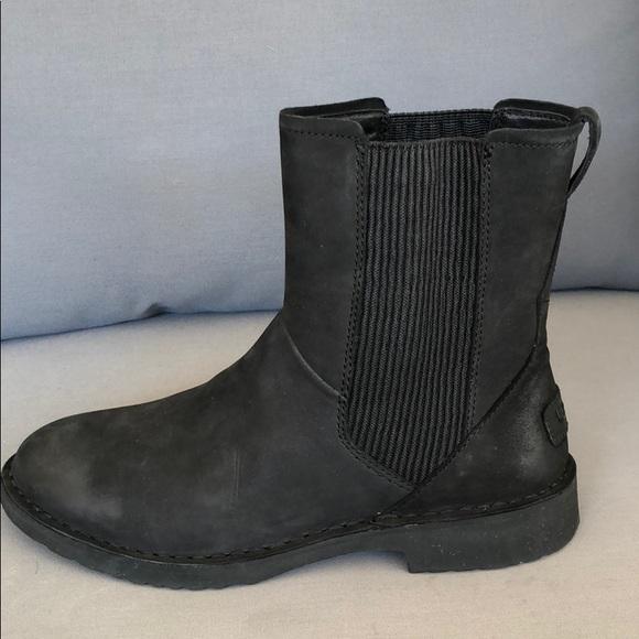 7512e6429d9 NWOT! UGG Larra Boot (Women's Size 8)